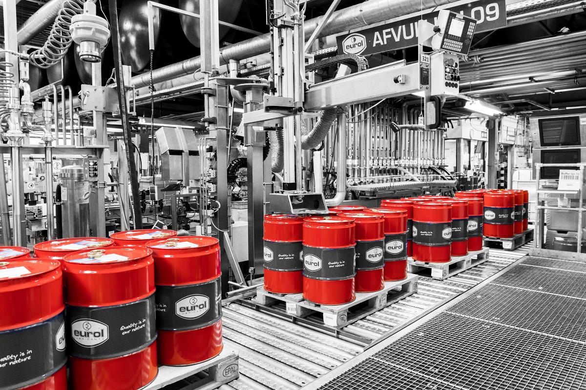 Eurol-factory-barrels_BW_Red